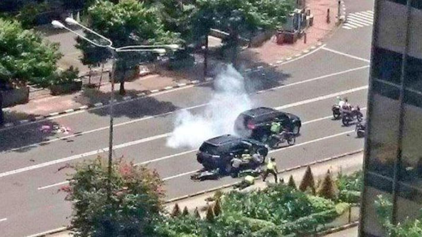 Almeno 6 Bombe Esplose A Jakarta Sospetto Attentato Isis